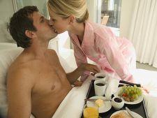 Cum ii pregatesti un mic dejun la pat de Ziua Barbatului